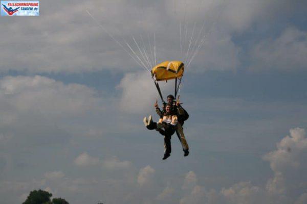 Fallschirmsprung Landehaltung