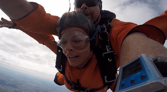 Tandemsprung Mittelfranken Fallschirmspringen Kundin
